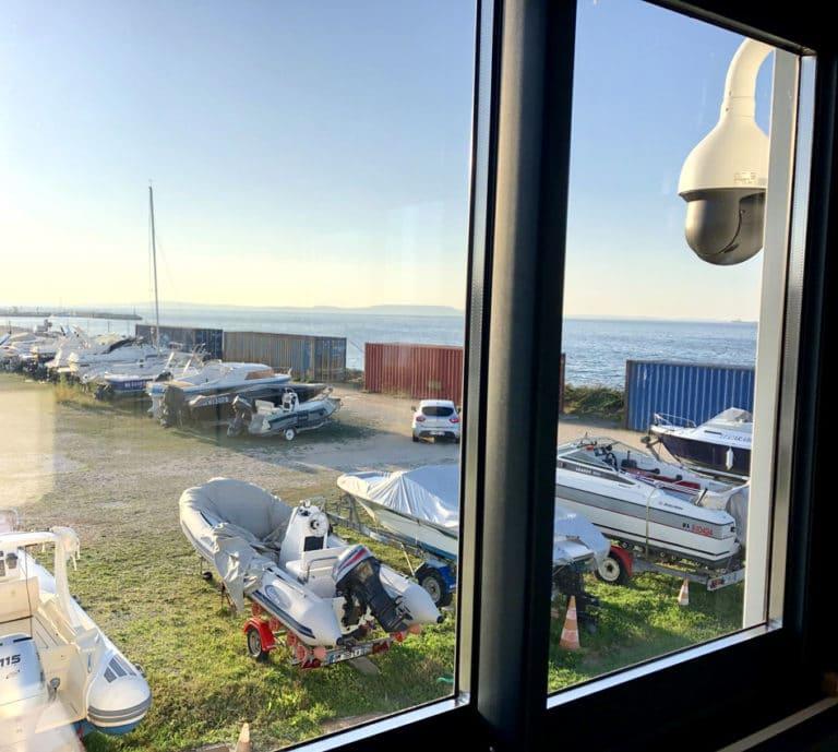 Parc bateau à sec sous surveillance camera Marignane